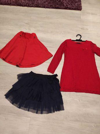 Ubrania dla dziewczynki 128. Tunika plus 2 spódniczki. Całość 15 zł.