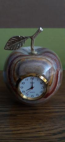Часы настольные Яблоко