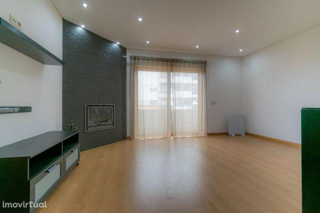 Vende-se apartamento em Esmoriz, 100m da praia