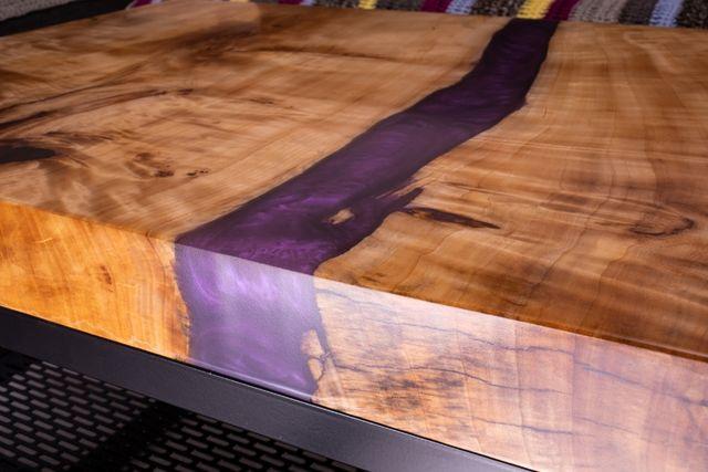 WYPRZEDAŻ stolik kawowy z półką, żywica epoksydowa, czeczota topoli
