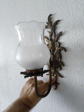 Aplique de parede, ou candeeiro de parede vintage, com bonita patine