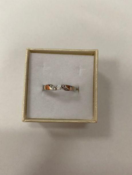 piękny pierścionek z białego złota p585 1,51g