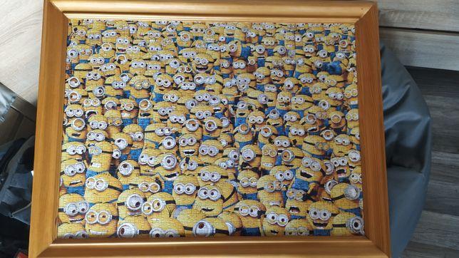 Duży obraz z puzzli w ramie Minionki