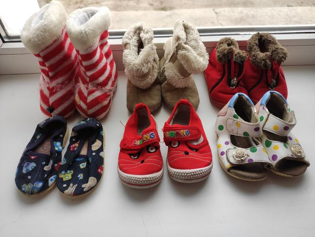 Обувь для девочки; тапочки, пинетки, босоножки, валенки, туфельки