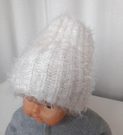 Теплая шапочка на девочку 2-5 лет белая травка
