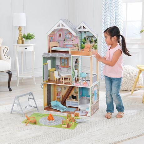 Domek dla lalek Hallie KidKraft Światło i Dźwięk z ogródkiem