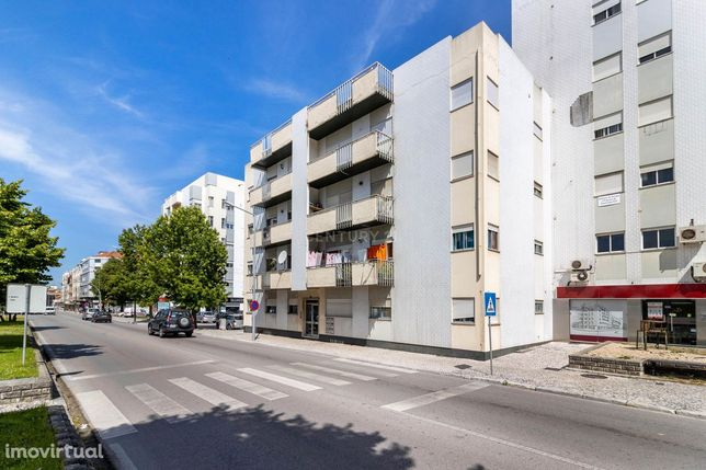 Apartamento T3 no centro da Marinha Grande, Av. Victor Gallo.