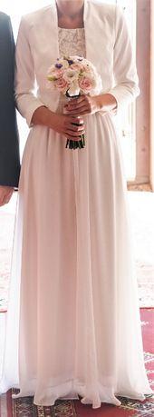 Prosta, skromna suknia ślubna
