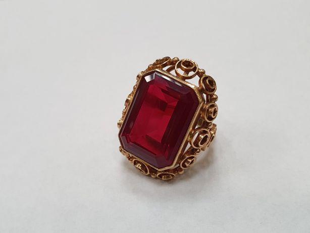 Retro! Piękny złoty pierścionek/ 585/ 13.6 gram/ R12/ czerwone oczko