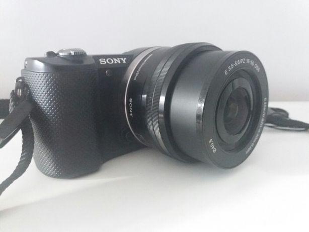 Sony 5000 z obiektywem  16-50 mm f/3.5-5.6 PZ OSS