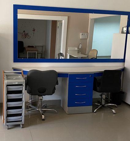 Продається перукарське місце ( дзеркало і робоча частина )