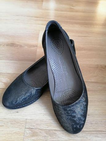 Piękne pantofle skórzane damskie