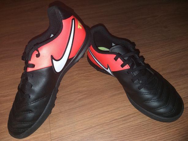 Turfy Nike, roz 36