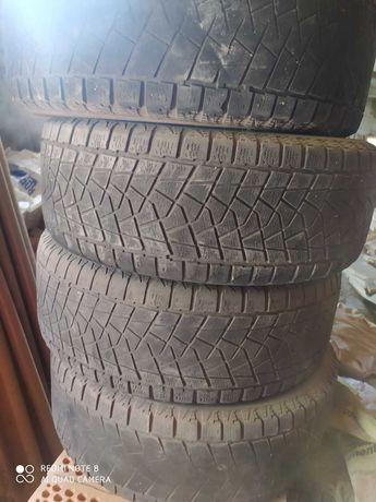 резина 4 шт літо  235-60-18 докатать літо , ціна за крмплект