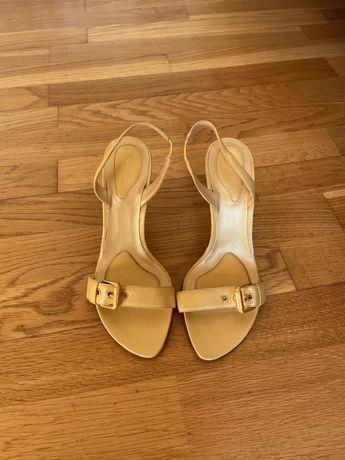 Sandálias amarelas/douradas Bottega Veneta