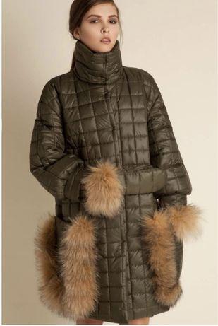 Зимний пуховик цвета хаки с натуральным мехом лисы  размер xs