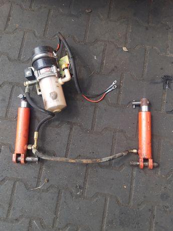 Silnik z pompą hydrauliczna I zbiornikiem