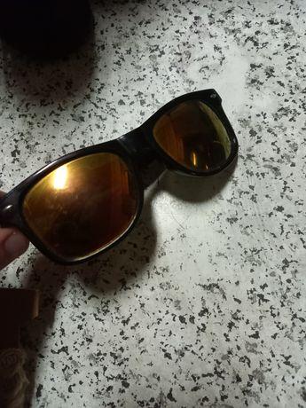 Óculos de sol em bom estado