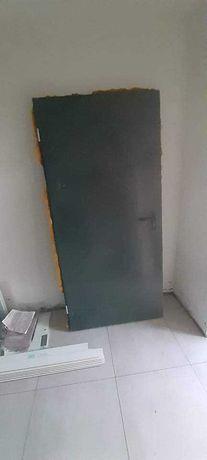 Drzwi budowlane malo uzywane