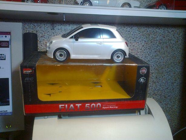 Продам модель автомобиля FIAT500, масштаб 1/18