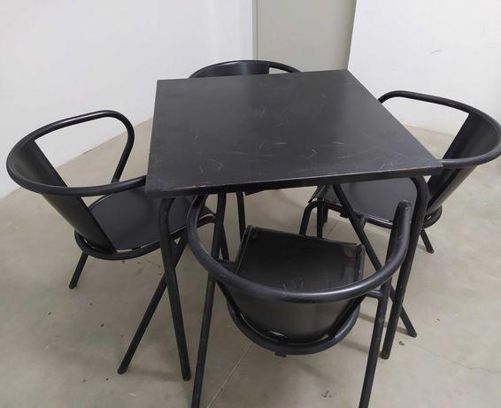 Mesa e Cadeiras marca Adico