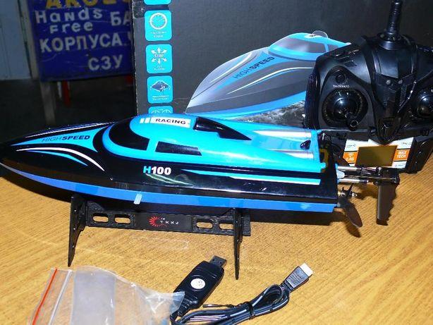 Катер BoatRC H100 радиоуправляемый, длина 36 см, скорость 25 км/ч.