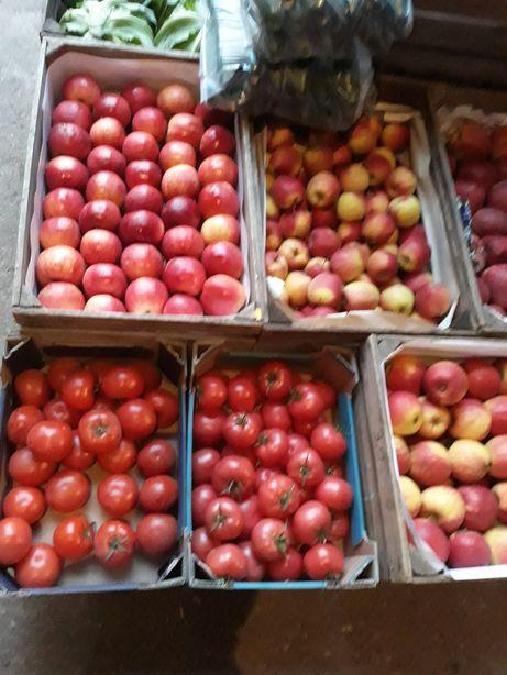 Pomidory, ogórek, jabłka, kapusta młoda, ziemniaki młode