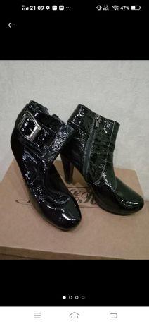 Продам лакові ботиночки