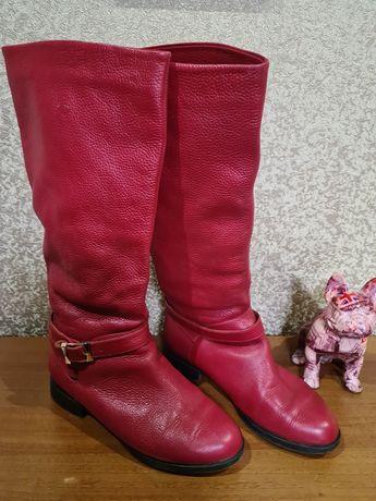 Зимові червоні сапожки