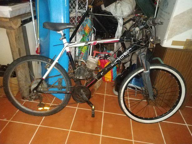 Bicicleta com motor combustão