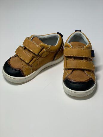 Продам шкіряне взуття на хлопчика