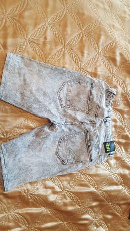 Krótkie jeansowe spodenki w kolorze szarego przetartego jeansu
