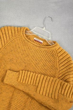 Musztardowy gruby sweter ze splotem