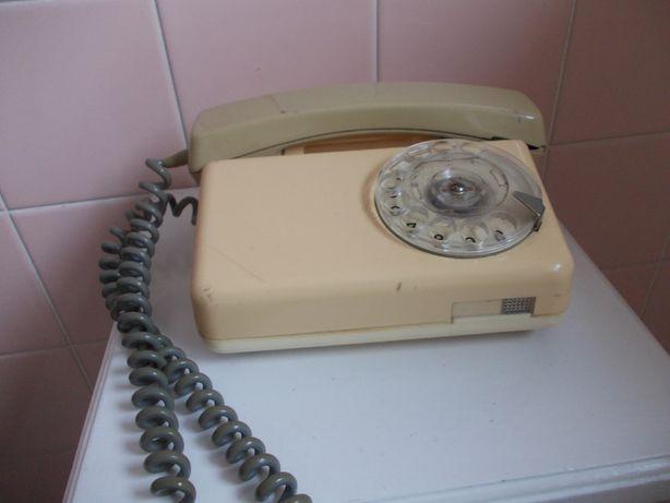 Telefon stacjonarny z tarczą cyfrową stojący antyk PRL