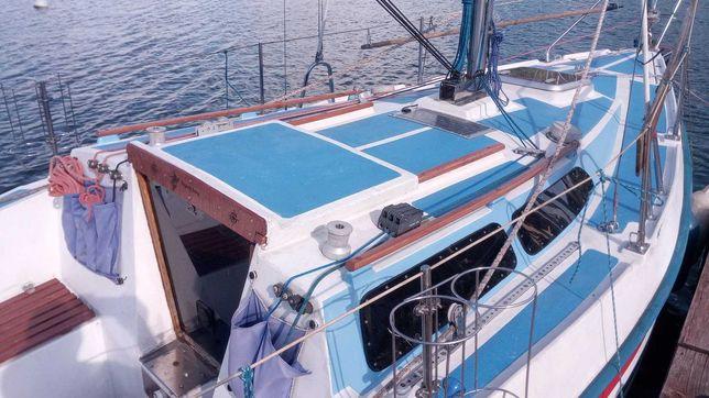 TES690 Jacht żaglowy