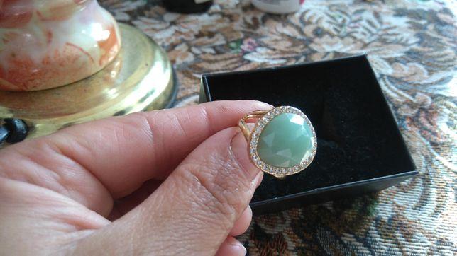 Бижутерия Avon, кольцо р18.Набор серьги и кулон на цепочке.От 55