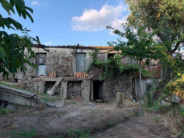 Quinta com casa em pedra em Arcos de Valdevez