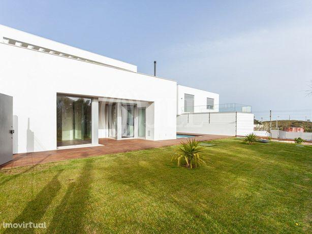 Moradia T4 isolada com terraço e piscina, em Malveira da ...