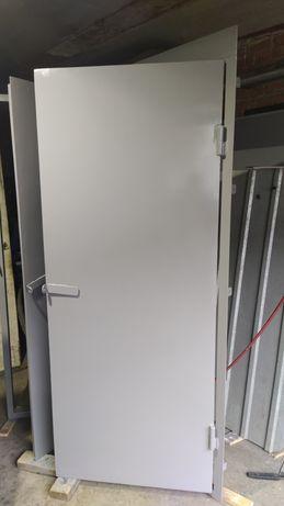 Двері металеві НОВІ вхідні з рамою З КУТНИКА 2,00м*0,80