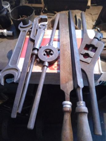 Продам слюсарні і токарні інструменти!