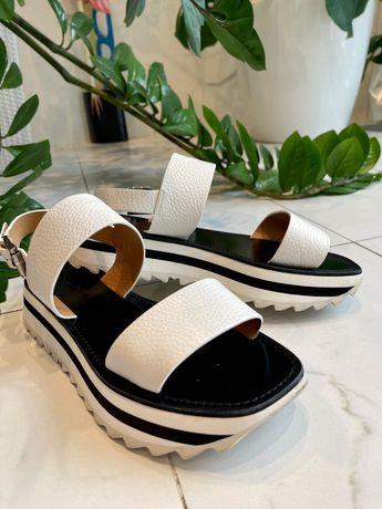 Продам белые кожаные босоножки Santoni