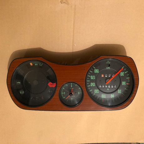 Samochody zabytkowe. Licznik/ Passat GL 1976R.