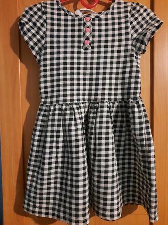 Sukienka dziewczęca w czarno-białą kratkę
