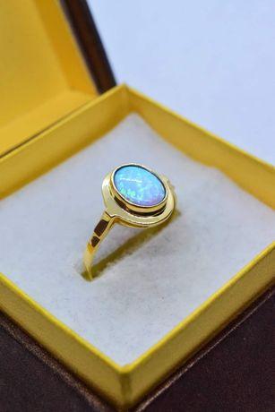 Ładny Złoty Pierścionek z Opalem