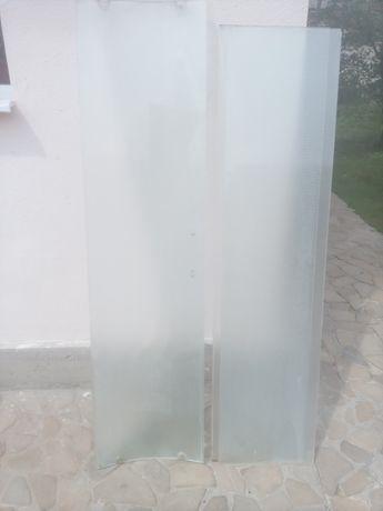 Двері до душової кабіни.