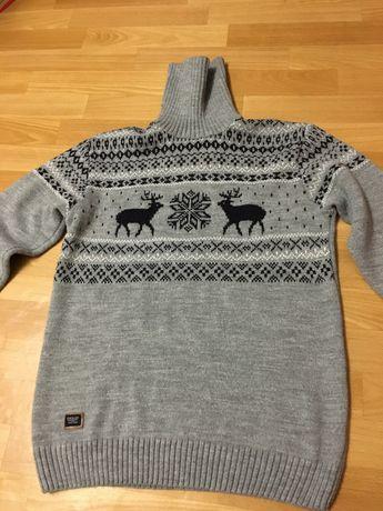 Мужской тёплый свитер с оленями