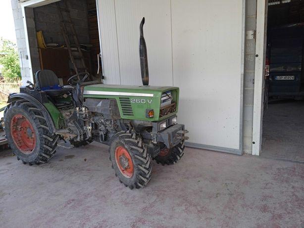 Ciągnik Fendt sadowniczy 260V