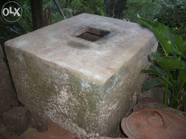 Pia antiga de azeite em pedra ançã