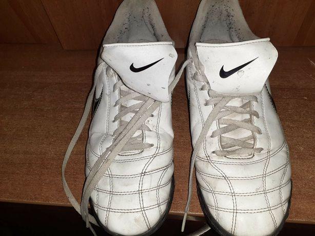 Кроссовки бутсы для футбола