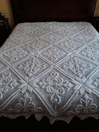 Colchas de cama e almofadas em croché Flor de Lis feitos à mão